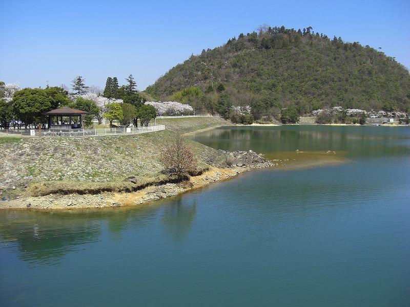金仙寺湖と丸山