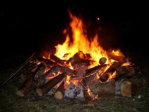 城の垣内稲荷神社かがり火