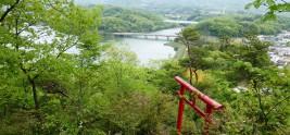 南参道から金仙寺湖を望む
