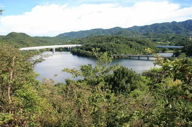 美しい景観の金仙寺湖(丸山ダム)