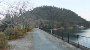 丸山と金仙寺湖